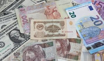 Какую валюту стоит купить в Украине?